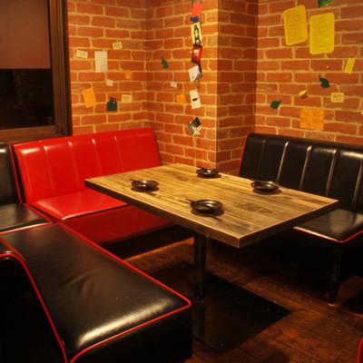 2)4〜8名様まで利用可能なソファ席
